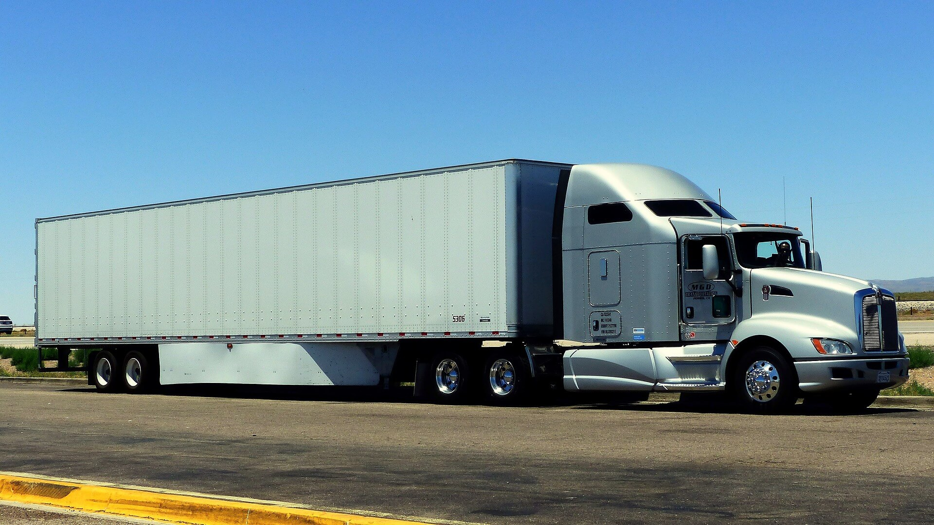 Keeping Your CDL Valid: 3 Pro-Trucker Tips