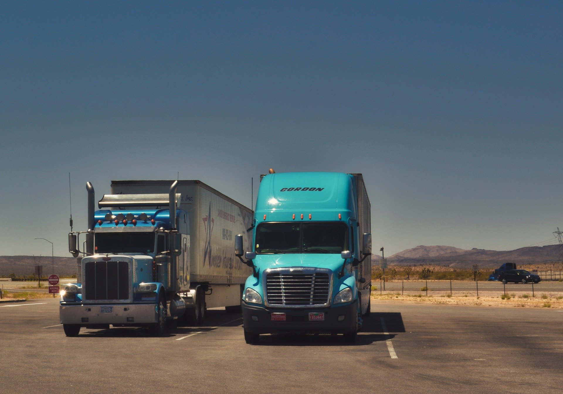 How To Choose The Right Trucking Company To Start Your Career